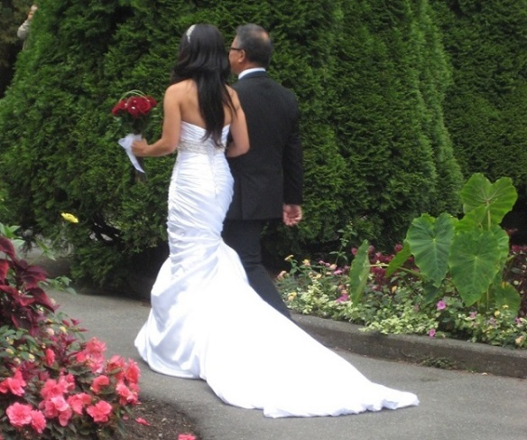 Unknown bride: Wedding at the park